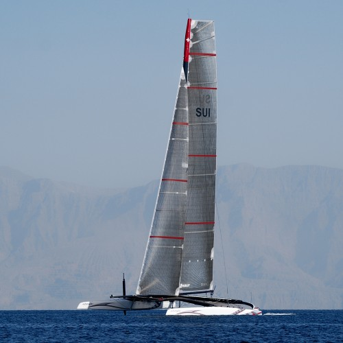 Alinghi in UAE - larger rig and straight daggerboards