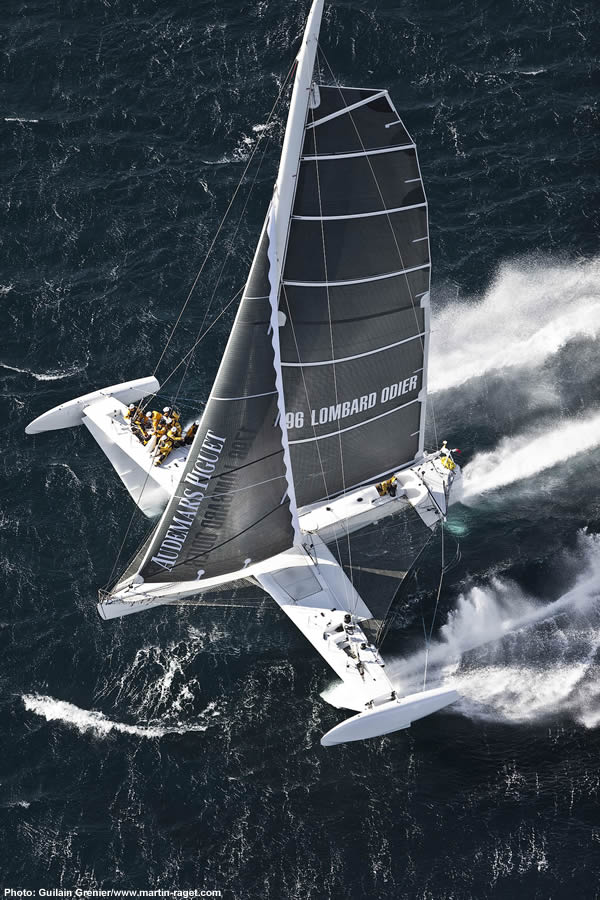 The amazing flyijng trimaran
