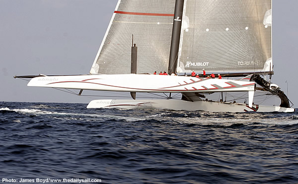 Alinghi lifting a leg