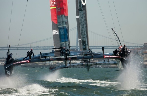 Americas Cup - New Zealand chasing Oracle